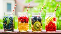 Check out these detox water recipes that'll keep you healthy. Now stay hydrated with these weight loss water recipes. Republic World brings to you the best detox water recipes which will help you lose weight and stay fit! Best Detox Diet, Detox Diet Recipes, Healthy Detox, Healthy Drinks, Healthy Snacks, Detox Foods, Stay Healthy, Healthy Water, Drink Recipes