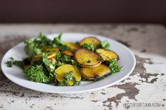 winter salad with golden beets & kale New Recipes, Vegan Recipes, Vegan Food, Winter Salad, Vegan Lunches, Beet Salad, Beets, Veggies, Yummy Food