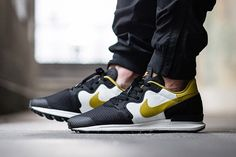 Nike Air Berwuda Peat Moss comes built with a mixture of suede, mesh, canvas and leather that's hightailed with Peat Moss colored accents on the Nike brand Me Too Shoes, Men's Shoes, Nike Shoes, Vans Sneakers, Air Max Sneakers, Air Jordan, Reebok, Nba, Shoe Story