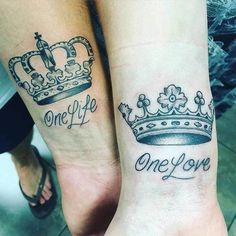 Couples like to have matching tattoos and the most popular and recommended design is King and queen tattoos. There are many variations in King and Queen Tattoos with each design holding its special meaning. Wrist Tattoos For Guys, Best Tattoos For Women, Trendy Tattoos, Girlfriend Tattoos, Tattoo For Boyfriend, Sister Tattoos, Boyfriend Girlfriend, Couple Tattoos Unique Meaningful, Couple Tattoos Love