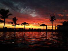 A spectacular Fijian sunset - courtesy of  WorldMarkSP #travel #fiji #yankinaustralia