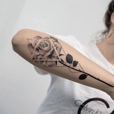 Geometric Tattoos Cover Up Tattoo Dreieckiges Tattoos, Rosen Tattoos, Trendy Tattoos, Cute Tattoos, Beautiful Tattoos, Body Art Tattoos, Geometric Tattoo Cover Up, Triangle Tattoos, Geometric Flower Tattoos