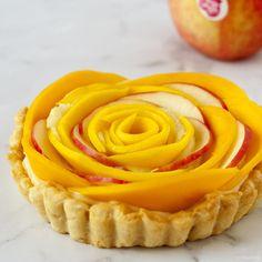 De Pink Lady® is niet weg te denken uit deze appel-mango taart: de appel zorgt niet alleen voor de nodige fraîcheur, maar brengt ook kleur!