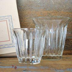 Tee- und Kaffeegläser aus Frankreich. Glass Vase, Home Decor, France, Table, Decoration Home, Room Decor, Interior Design, Home Interiors, Interior Decorating