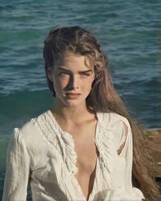 Blue Lagoon Movie, Brooke Shields Blue Lagoon, Pretty People, Beautiful People, Brooke Shields Young, Divas, Medium Bob Hairstyles, Summer Aesthetic, Up Dos