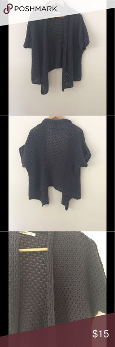 """Old Navy Warm & Cozy Grey Shrug -  Size XL Wear over a patterned top, nice with jeans. Sleeve: 11"""" (collar to end of sleeve) Length:(front) 28 1/2"""" (collar to longest point of hem) Length (back) 20"""" (collar to hem). All measurements are approximate. 100% Cotton  Smoke Free/Dog Friendly Home🌸 Old Navy Tops"""