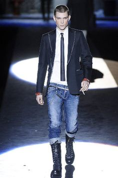 See the complete Dsquared2 Fall 2008 Menswear collection.