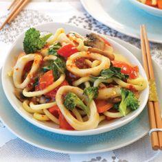 Chilli and lime stir-fried calamari Gebratene Calamari mit Chili und Limette Calamari Recipes, Seafood Recipes, Dinner Recipes, Dinner Ideas, Asian Recipes, Healthy Recipes, Ethnic Recipes, Squid Dishes, Fish Dishes