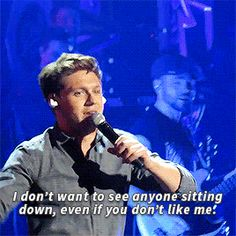 how could anyone NOT like Niall???? He's just the most precious thing in the whole whole!!!!