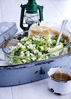 Unser beliebtes Rezept für Minze-Couscous-Salat mit Hüttenkäse und mehr als 55.000 weitere kostenlose Rezepte auf LECKER.de.