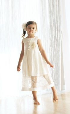 lniana sukieneczka dziewczęca - Communion dress in white or ivory linen fabric with a beautiful flower
