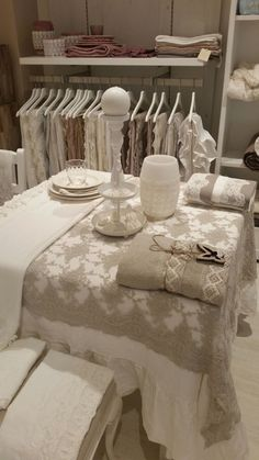 Table dress: precious pure linen and luxury Laces