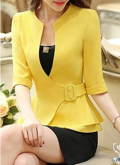 Blazer Outfits Casual, Blazer Outfits For Women, Blazer Jackets For Women, Frock Fashion, Blazer Fashion, Fashion Dresses, Womens Dress Suits, Suits For Women, Blouses For Women