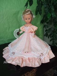 Nancy en particular American Doll Clothes, Girl Doll Clothes, Nancy Doll, Wellie Wishers, Embroidered Clothes, Fancy Dress, Girl Outfits, Flower Girl Dresses, Gowns