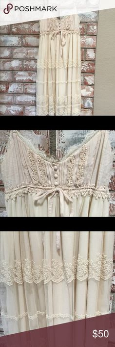 Shabby Chic Vintage Look Dress Ryu line of clothing with the vintage shabby chic feel that we love. Sweet, romantic, airy. Perfect for family pics or portraits and summer weddings. Worn once and washed once. In great condition. No tears or flaws. ryu Dresses