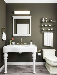 The Painted Walls Bathroom Game - Pecansthomedecor Olive Green Rooms, Olive Green Bathrooms, Olive Bedroom, Bedroom Green, Master Bedroom, Bathroom Paint Colors, Wall Paint Colors, Half Painted Walls, Walk In Shower Designs