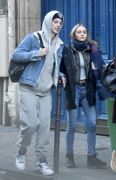 lily-rose-depp-with-her-boyfriend-in-paris-12-4-2016-1.jpg (1280×1985)