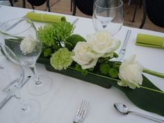 Green and white flower table arrangement - Stiel und Blüte, Ravensburg