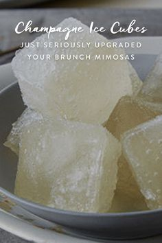 brunch ideen Yay, youre entertaining! Brunch is the best. Champagne ice cubes are a genius way to fancify your mimosas. Heres how to make 'em happen. What you need: An ice cube tray and a Party Drinks, Cocktail Drinks, Fun Drinks, Yummy Drinks, Cocktail Recipes, Cocktails, Alcoholic Drinks, Yummy Food, Beverages