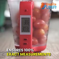 Not only does the Smart Measuring Cup measure your ingredients in grams, milliliters, cups, ounces, and pounds it also gives you a temperature reading of the ingredients. Cool Kitchen Gadgets, Kitchen Hacks, Cool Kitchens, Cooking Gadgets, Cooking Timer, Kitchen Utensils, Kitchen Tools, Bird Nest Craft, Kitchen Equipment