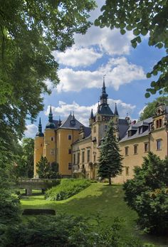 Kliczkow Castle in Lower Silesia, Poland. Places Around The World, Oh The Places You'll Go, Places To Travel, Places To Visit, Around The Worlds, Beautiful Castles, Beautiful Buildings, Beautiful Places, Palaces