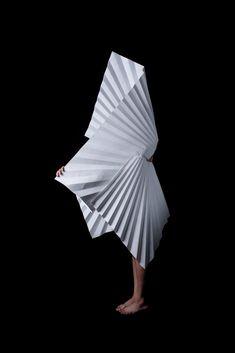Origami fashion, Mauricio Velasquez Posada.
