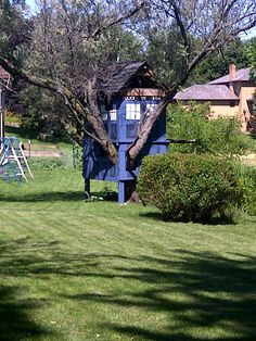 """""""Yes, this is a tardis treehouse. yes, it is awesome."""" - doctor who on bbca. Doctor Who Tardis, House Doctor, Serie Doctor, Parenting Win, Cool Tree Houses, Blue Box, Geek Culture, Dr Who, Play Houses"""