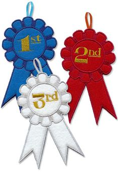 Free project tutorial for making an in-the-hoop award ribbon.