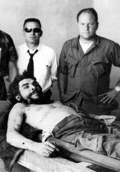 CIA man who captured Che Guevara wins payout from Cubans Ernesto Che Guevara, Puerto Rican Culture, Catcher In The Rye, Line S, Bolivia, Historical Photos, Looking Back, True Stories, Famous People