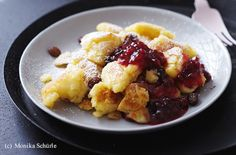 Veganer Apfel-Kaiserschmarren mit Preiselbeeren Vegan Sweets, Healthy Desserts, Vegan Food, Fruit Salad, Main Dishes, French Toast, Oatmeal, Vegan Recipes, Breakfast