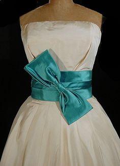 Vintage 1950s Silk Strapless Evening Gown Evening Gowns Couture, Vintage Evening Gowns, 50s Dresses, Pretty Dresses, Vintage Dresses, Beautiful Clothes, Beautiful Outfits, 1950s Fashion, Vintage Fashion