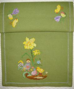 Vintage/Retro  easter cross stitchs tablerunner...Broderet påskeløber med kyllinger 50,-kr