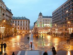 Christmas floodlights, Szent István square, in front of St. Stephen Basilica