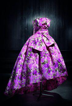 Dior at the l'Art du Jardin, the Grand Palais Paris Vintage Dior, Mode Vintage, Vintage Glamour, Vintage Dresses, Vintage Outfits, Vintage Couture, Robes Christian Dior, Christian Dior Vintage, 1960s Fashion