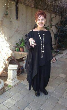Дизайнер - стилист одежды и аксессуаров Виктория Лобштейн, вся коллекция одежды продаётся!!!