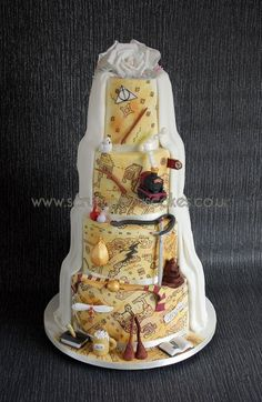 This themed wedding cake is one of our ideas for a stylish Harry Potter wedding. This themed wedding cake is one of our ideas for a stylish Harry Potter wedding.,harry potter wedding This themed. Harry Potter Torte, Harry Potter Desserts, Harry Potter Wedding Cakes, Harry Potter Birthday Cake, Harry Potter Food, Harry Potter Theme Cake, Harry Potter Cake Decorations, Themed Wedding Cakes, Cake Wedding