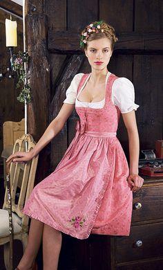 Julia #Trentini - Schürze Franca rosa #Dirndl #Trachten München #Munich #Trachtenfotos