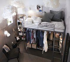 SVÄRTA hoogslaper | IKEAcatalogus nieuw 2018 IKEA IKEAnl IKEAnederland frame studio studentenkamer tienerkamer slapen slaapkamer inspiratie  EKET kast met deur
