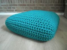 Free crochet pattern / square floorcushion made with t-shirt yarn. It would be perfect as a small, dog bed!