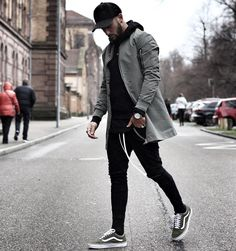 Black hoodie with black joggers and cap, The silver watch and white shoes make. Black hoodie with black joggers and cap, The silver watch and white shoes make Mode Masculine, Mode Man, Stylish Mens Outfits, Winter Outfits Men, Fall Outfits, Guy Outfits, Stylish Suit, Night Outfits, Jean Outfits