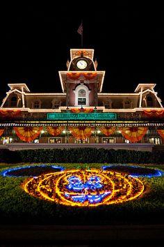 Big orange Mickey ~~ A Disney Halloween Disney World Halloween, Disneyland Halloween, Scary Halloween, Vintage Disneyland, Halloween Season, Halloween Ideas, Halloween Party, Walt Disney, Disney Love
