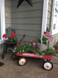 Summer decoration for outdoors - 53 brilliant summer bag decoration ideas for your ., Summer decoration for outdoors - 53 brilliant summer bag decoration ideas for your front yard . Fourth Of July Decor, 4th Of July Decorations, July 4th, Garden Decorations, Wagon Planter, Little Red Wagon, Building A Porch, House With Porch, Porch Decorating