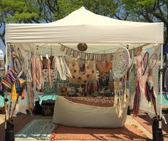 Unique Bohemian Festival Camping Ideas - Go Travels Plan Market Stall Display, Flea Market Booth, Market Displays, Market Stalls, Craft Show Booths, Craft Booth Displays, Craft Show Ideas, Display Ideas, Festival Camping