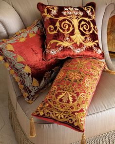 Today, decorative pillows are used in many styles of interior design - we'll show you how to make an item of an expensive décor from a cushion. As we reflect on the elements of decor for our home, we rightly pay attention to the decorative cushions. Modern Decorative Pillows, Luxury Cushions, Velvet Pillows, Designer Pillow, Soft Furnishings, Cushion Covers, Shabby Chic, Room Decor, Decoration