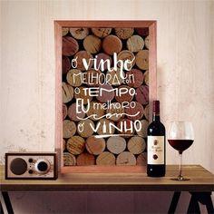 Quadro porta Rolhas Eu melhoro com o vinho