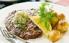 Grillet steak med dildpestosmør Dildpestosmørret giver det grillede kød en herlig smag af sommer.