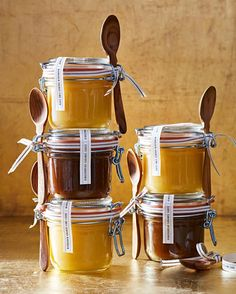 Looking for the perfect handmade present? Our DIY sundae sauces are hands-down winners every time. Edible Christmas Gifts, Edible Gifts, Christmas Treats, Holiday Gifts, Christmas Truffles, Christmas Fudge, Hostess Gifts, Handmade Christmas, Homemade Food Gifts