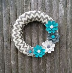 How to Make a Spring DIY Burlap Wreath. This season brighten your front door with this easy burlap wreath tutorial and video. #spring #wreath #DIY #crafts