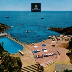 Tiara Miramar #Beach #Hotel & Spa Côte d'Azur : View of the pool and the private beach. La vue de la piscine et de la #plage privée.