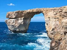 Malta's Azure Window a photographer favorite collapses in storm